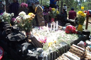 April 9- Pascual Abaj-altar2